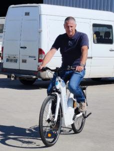 Michel Heintz de Zénith union d'entreprises teste les vélos à hydrogène à Griseheim-près-Molsheim